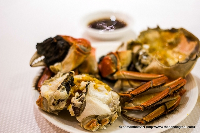 "The crabs are steamed ""live"" and the best dipping sauce to bring out it's natural sweet taste is 浙醋 or Zhejiang Black Vinegar and some ginger julienne. The name of the province, Zhejiang ""浙江"" is often abbreviated to its first character, ""浙""."