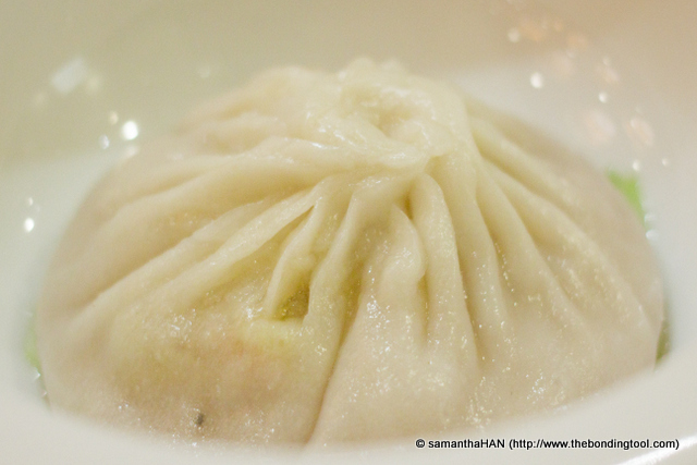 "This is not Ye Zi Mei bao ""叶子楣包"". Steamed Shanghai Dumpling with Crab Roe aka XLB (小笼包) but not so 小 also. So how? 中笼包? Hahaha..."