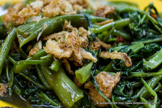 This was non-spicy and a refreshing change from the norm Sambal Kangkong I usually have at cze char.