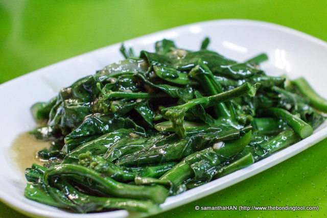 """Kailan or Kale with Oyster Sauce. The picture showed a """"cleaner"""" stir-fry with ribbons of oyster sauce on them. We would prefer that than this which had been doused with starchy gravy."""