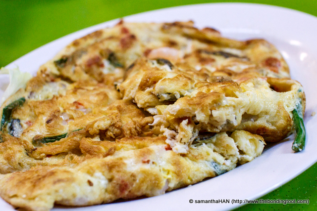 The omelette with shrimps, mushrooms, onions and chillies were done very well. I liked this.