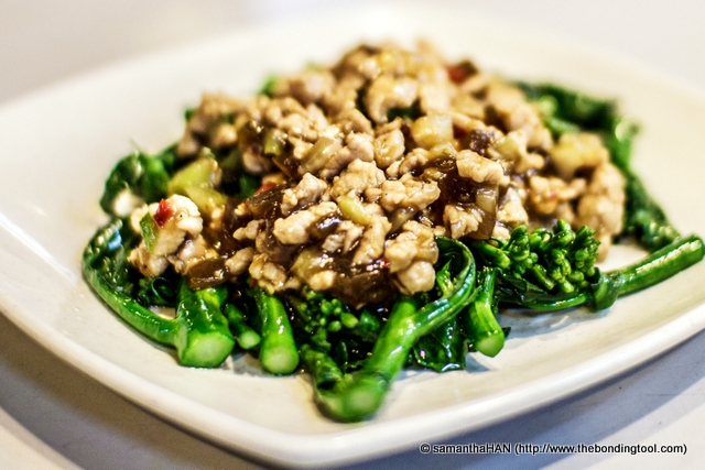 Baby Kailan with Minced Pork 菜心肉末扒芥蓝仔. The cai xin 菜心 (choy sum) was the preserved type which I suspect comes from a tin or can but can't verify. The dish is not local (Singaporean) flavour. It somehow gave me a very Chinese (China) feel to  it and if so, this dish could be introduced due to the patronage of many Chinese working nearby.