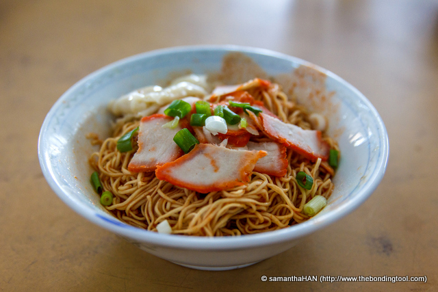 Ian loved the noodles but wasn't quite satisfied with the charsiu.<br />I liked the charsiu not so much for the taste but because it was pure nostalgia for me. The thinly sliced and orange-coloured bbq meat reminded me of those I had from my younger days.
