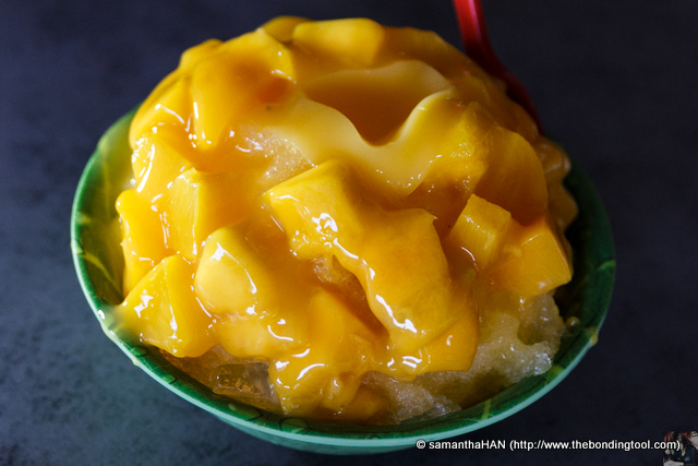 Tyng's order of Mango Ice. Chunky Fresh Mango with a canned Peach in the middle of this Ice Kacang.