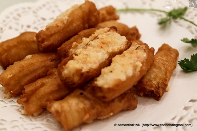 With this crispy Chinese Crullers filled with prawn paste, our dinner had begun.