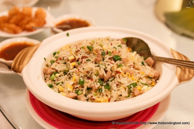You must wonder why we had so many carb dishes.<br />We had this extra order of Fried Rice because of the earlier complaint that the Parma Ham was too thick.  So I suggested dicing the leftover ham and have it in fried rice.<br />They liked the suggestion so here's the dish.