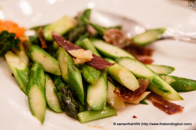Asparagus with Jin Hua Ham. This quick stir-fried crunchy vegetable dish was nayurally sweet with a hint of smokey savoury flavour from the ham.