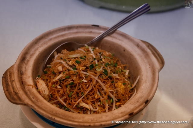 Fried noodles with White Truffles on the side.