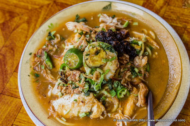 Mee Rebus literally means boiled noodles. Again this is a common dish found in Indonesia, Malaysia, and Singapore. There's chicken in this dish which we do not get in Singapore's version.