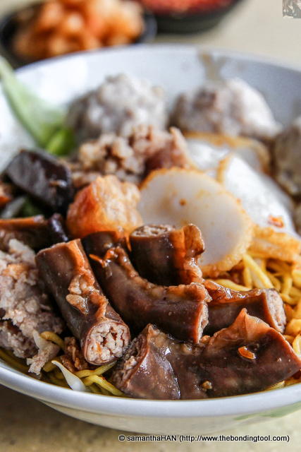 Another specialty from Punggol Noodles are the small intestines (fallopian tubes) which is slightly chewy, tender and has powdery fillings inside.
