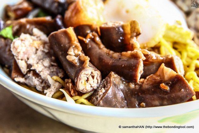 The small intestines are braised in a slow-cooker together with the shitake mushrooms. Together, they form the soy sauce base for the noodles of your choice.