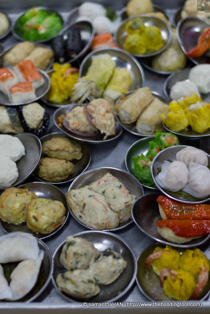 The street-shop dim sum in Malaysia do not have menu or maybe they have but I did not see. The few shops that I went to these few years actually bring out their fare to you. Those that needed steaming, you'll have to wait.