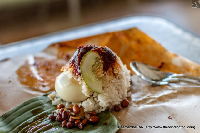 Standard fare in a nasi lemak is the rich coconut milk steamed rice and chilli sambal. The usual accompaniments are boiled egg (omelet), fried peanuts and anchovies and cucumber. This stall's nasi lemak was still warm, meaning freshly cooked, as most nasi lemak are served at room temperature.