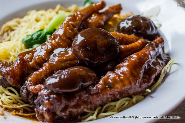 Apparently, the Chicken Feet Noodles braised with mushrooms is their signature dish and commanded a higher price than the wanton noodle.