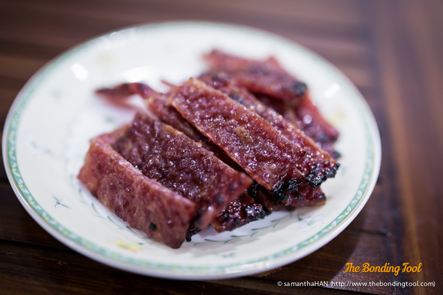 Bak Kwa - a CNY must have. This is nicknamed Dragon's meat. Dragon is considered auspicious and to be able to eat its meat... One must be very fortunate!