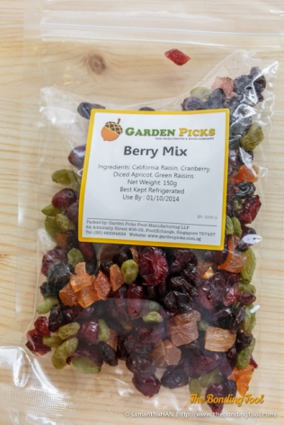 Berry Mix. California Raisin, Cranberry, Dried Apricot, Green Raisins.