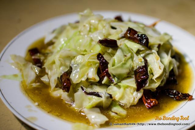 包菜 (炒辣椒干) - Stir-fried Cabbage (with Dried Chillies).
