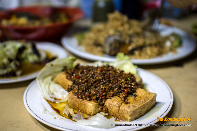 肉脞炸豆腐 - Minced Pork on deep-fried Tofu.
