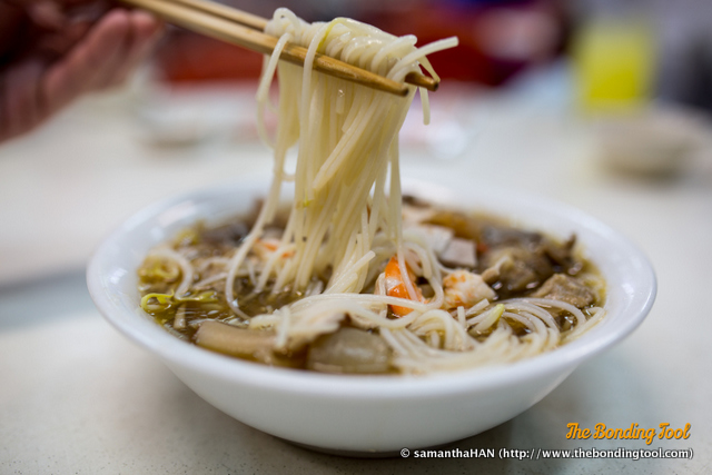When I requested for Bee Hoon in the soup version, I thought it would be the thinner strands of vermicelli.