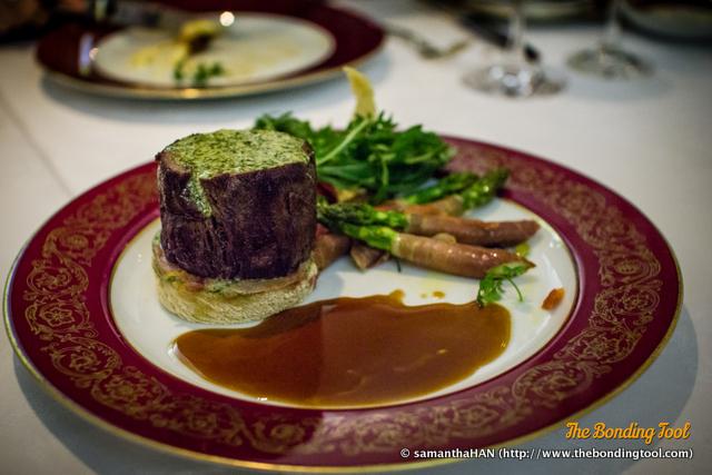 Bife à Portuguesa com manteiga de alho e molho de vinho tinto. Portuguese steak with garlic butter and red wine sauce. 葡式牛扒配紅酒香蒜牛油汁. MOP 495.00