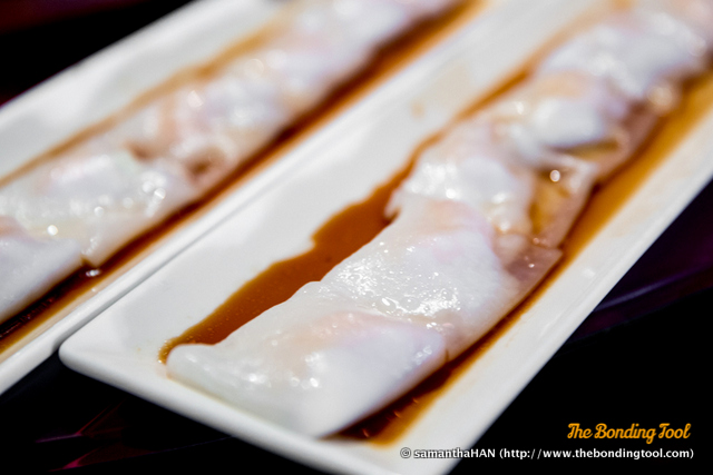 鲜虾肠粉. Steamed Prawns Rice Roll 'Cheong Fun'.