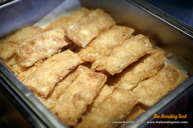 鲜虾腐皮卷. Crispy Beancurd Skin Rolls with Fresh Prawns.