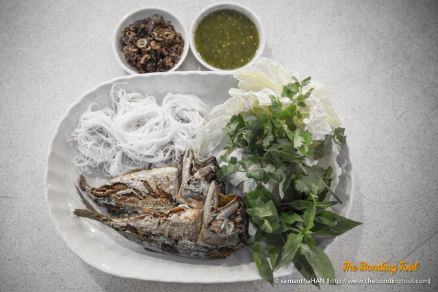 The innards of this mackerel are one of the main ingredients of Tai Pla sauce.<br />Tai Pla sauce is used in the preparation of the well-known Kaeng Tai Pla curry.<br />The short-bodied mackerel is so popular in Thai culture that the Samut Songkhram Football Club has a Pla Thu in its emblem.