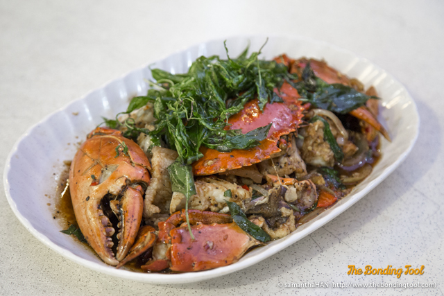 When Sg Food On Food told me this was Black Pepper Crab, I was skeptical. I've never seen anything like it. Taste was very awesome, too!