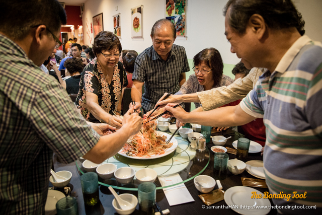 Lo Hei 撈起 is a term for eating Yusheng. Everyone partook in the tossing for a good year.