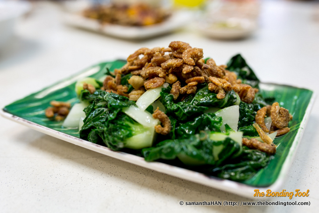 Nai Bai Cai 乃白菜 - S$10.<br />Stir-fried and garnished with crispy fried haebee (dried shrimps). Absolutely gorgeous! The not-so-oily vegetables were crunchy with no bitter aftertaste. The crisp dried shrimps weren't overly salty. Good texture and taste combination.