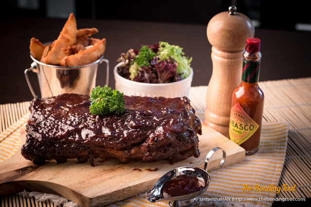 """I tried to see with my """"eye"""" what he saw. Barbeque Baby Back Ribs with mesclun salad and potato wedges."""