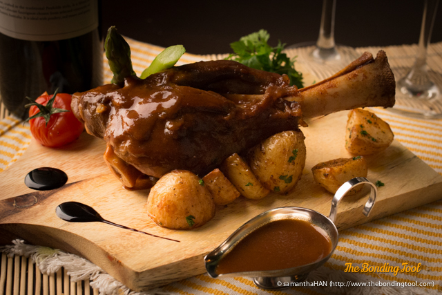 Braised Lamb Shank with roasted potatoes, asparagus, vine tomato and rosemary sauce.<br />A tricky dish to place.