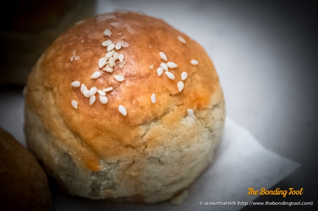 莲蓉咸蛋酥 Flaky pastry filled with lotus paste containing salted egg yolk.