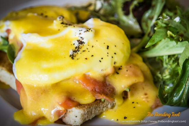 Florentine - Smoked Salmon, Spinach, Hollandaise Sauce, Poached Eggs and a side of Mixed Greens.<br />The eggs were poached perfectly.