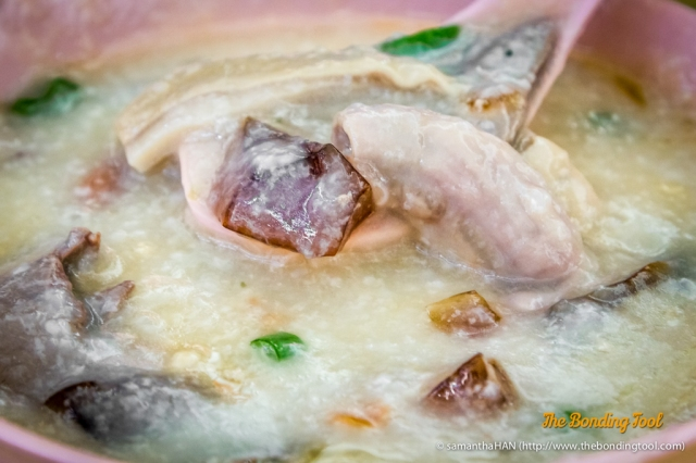 This is the stall's most popular and is my favourite when it comes to pork porridge.