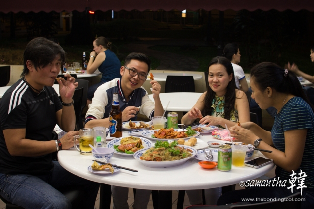 Jeline, on far right, came with me the last time I ate here with Desmond and Gean.