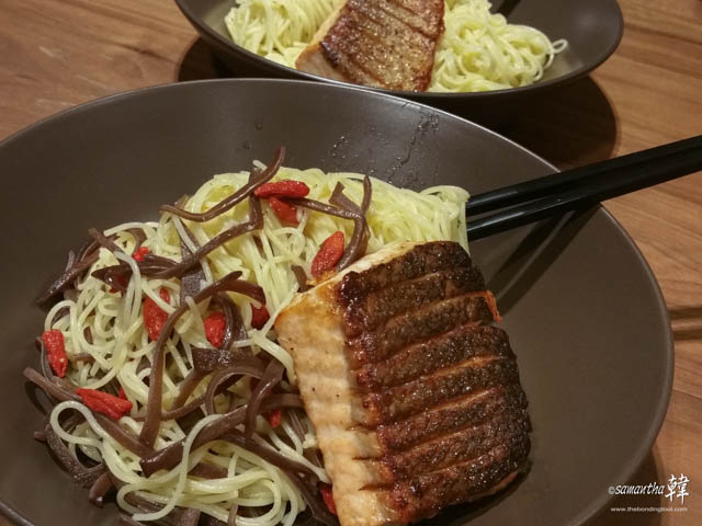 Confinement Snacking Angel Hair With Salmon Fillet -7909